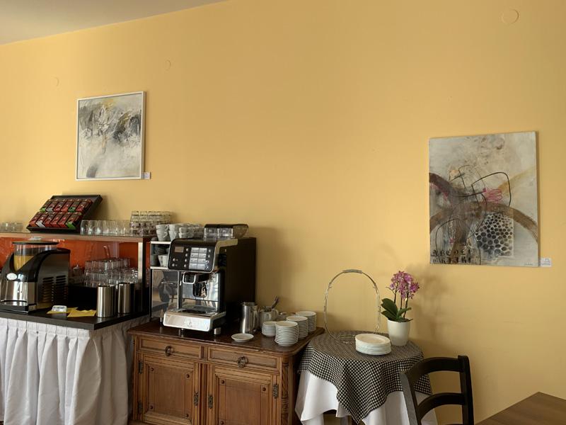 Ausstellung_Sylvia-Kneidinger_Hotel-Waldheimat-Acrylmalerei